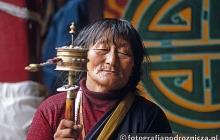 Modlitwy w tybetańskim klasztorze