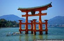 Brama tori prowadząca do świętej wyspy Miyajima
