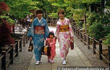 W świątynnych ogrodach Kioto