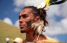 Mieszkaniec Wyspy Wielkanocnej podczas festiwalu Tapati
