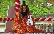 Występy w shintoistycznej świątyni